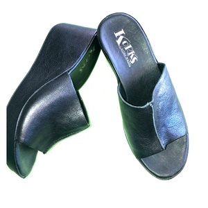 Korks Greer slip on black platform sandals NWOT